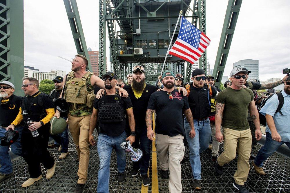 미 포틀랜드서 우파-좌파 맞불 시위