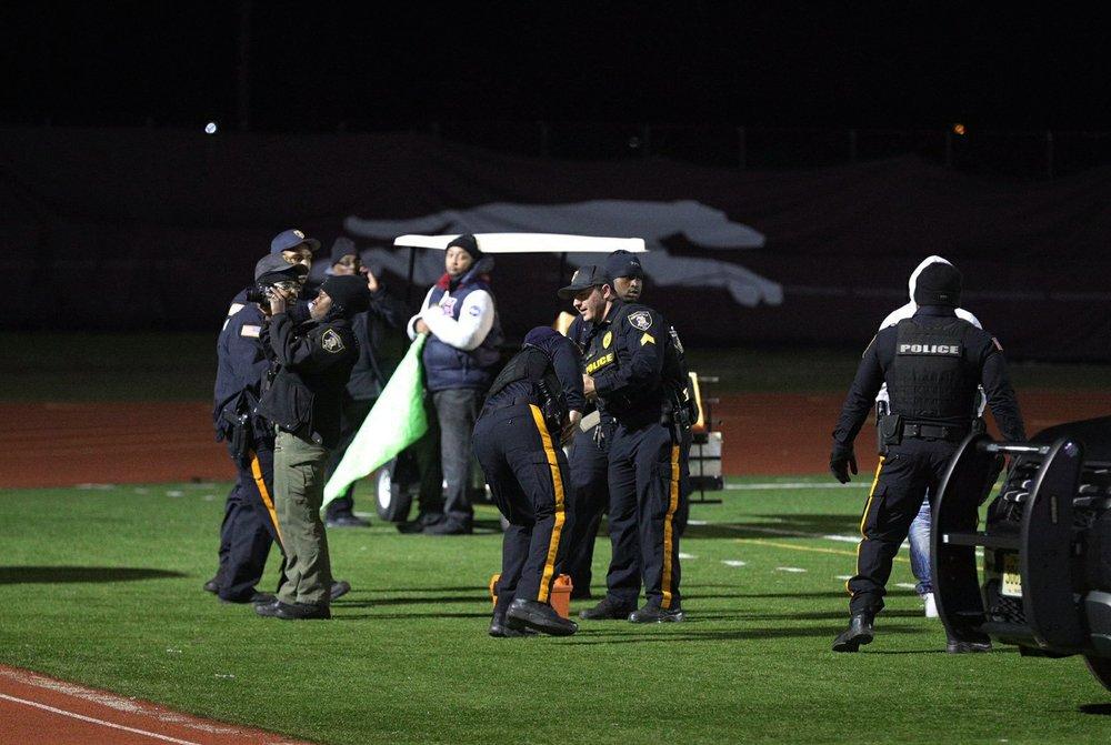 뉴저지 고교 풋볼 경기 중 총격 사건 3명 중상