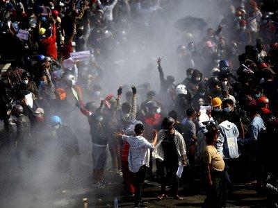 미얀마 쿠데타로 민간인 550명 사망